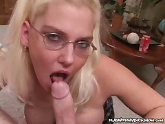 MILF Giving Perfect Blowjobs - <font color=#43d0cc>11:47 мин</font>