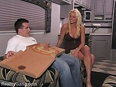 Busty Rhylee fucks pizza delivery guy <font color=#43d0cc>18:38 мин</font>