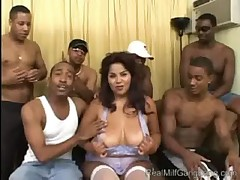 Nikki Santana in Real MILF Gang Bang - <font color=#43d0cc>7:36 мин</font>